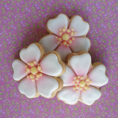 These 5 petal simple flower cookies could be cut with fondant too.  Love the centers with sanding sugar.