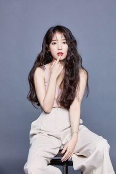 Top 10 Most Successful and Beautiful Korean Drama Actresses Iu Twitter, Kpop Hair, Korean Actresses, Celebs, Celebrities, Kpop Fashion, Girl Hairstyles, Iu Hairstyle, Kpop Girls