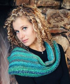 Stitch Mountain Learn to Crochet Cowl Free Crochet Pattern - gorgeous yarn!!