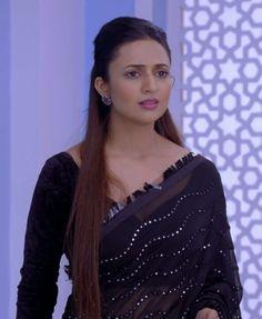 Divyanka Tripathi Saree, Indian Tv Actress, Indian Designer Wear, India Beauty, Indian Dresses, Beauty Women, Designer Sarees, Spicy, How To Wear