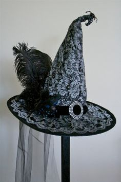 Victorian Witch Hat by StudioSisu on Etsy Witch Party, Halloween Witch Hat, Halloween Cosplay, Holidays Halloween, Happy Halloween, Halloween Decorations, Halloween Party, Halloween Costumes, Halloween Window