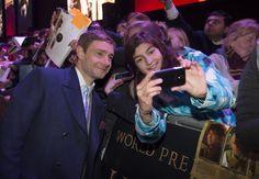 Martin freeman stopping to take a selfie