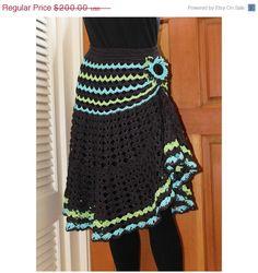 Love this crochet skirt Crochet Skirt Pattern, Crochet Skirts, Crochet Trim, Crochet Scarves, Crochet Clothes, Hand Crochet, Crochet Fall, Crochet Woman, Crochet Designs