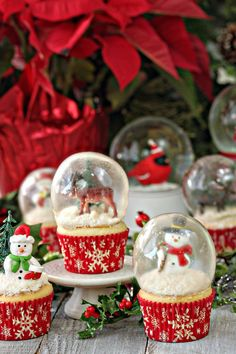 Snow Globe Cupcakes with Gelatin Bubbles - every part of these snow globes is…