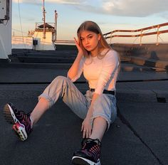 Best Photo Poses, Poses For Pictures, Girl Pictures, Cute Instagram Pictures, Instagram Girls, Aesthetic Photo, Aesthetic Girl, Tmblr Girl, Photographie Indie