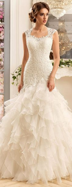 Chic Tulle & Satin Scoop Neckline Mermaid Wedding Dresses With Lace Appliques