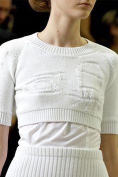 Jil Sander Spring 2012 Ready-to-Wear Collection - Vogue Fashion Designer, Fashion Stylist, Minimal Fashion, White Fashion, Fashion Show, Fashion Tips, Fashion Ideas, Jil Sander, Fashion Details