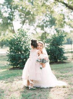 So sweet: http://www.stylemepretty.com/texas-weddings/2016/04/14/a-gorgeous-blush-texas-wedding-on-a-tight-budget/ | Photography: Tracy Enoch - http://www.tracyenoch.com/