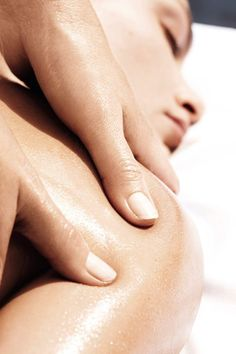 Try A Massage. It is great to get a massage. There are multiple benefits to having a full body massage. Everyone could use a relaxing massage to help relieve stress every Massage Room, Spa Massage, Massage Therapy, Massage Art, Massage Quotes, Massage Envy, Massage Images, Spa Menu, Getting A Massage