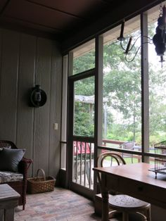 This looks like my old porch, it is almost a spitting image. Wow, I sooo miss my screened in porch.