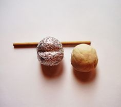 4. Подготавливаю Паперклей - по размеру объем шара материала приблизительно равен объему шара из фольги.