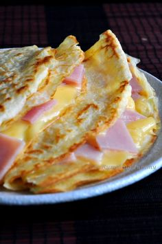 Whether you're looking for a great breakfast or brunch recipe or a delicious dessert, apple crepes are always a good choice! These crepes filled with delicious apple crepe filling are so simple to make and can be incredibly versatile! Ham And Cheese Crepes, Crepes And Waffles, Savory Crepes, Apple Crepes, Pancakes, Savory Waffles, Breakfast Crepes, Savory Breakfast, Dinner Crepes