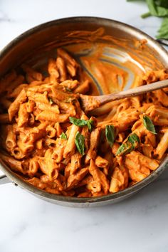 This healthy version of penne alla vodka uses roasted carrots tomatoes and fennel to create a super flavorful creamy sauce without any added cream or thickener. Its vegan gluten-free dairy-free and packed with nutrients. Vegetarian Pasta Recipes, Yummy Pasta Recipes, Vegan Pasta, Vegan Dinner Recipes, Vegan Dinners, Vegan Recipes Easy, Penne Alla Vodka, Dairy Free, Gluten Free
