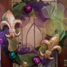 Mardi Gras mesh wreath......someone needs to make this for me :)