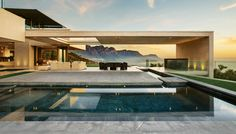 A marquee ridge in South Africa hosts a world-class home with transparency tactility, and swagger.