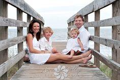 Family Beach Pic Idea/ me gusta la idea de el puente.