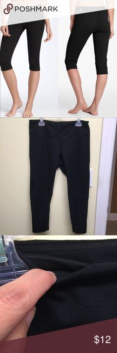 Zella Live-In Yoga Capri from Nordstrom These are in good condition. Normal wear. Key pocket. Zella Pants Leggings