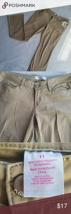(Juniors) No Boundaries khaki pants Size 11 No Boundaries khakis in EUC and are great to dress up or dress down. No flaws noted. Please view photos for measurements and fabric content. (#105)  × No trades at this time, please and thank you! × I love offers! Please don't hesitate-  I will never decline but I may counter!  ❤All items from my closet come from a smoke-free and pet friendly home❤ No Boundaries Pants Boot Cut & Flare
