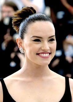 Actress Daisy Ridley attends 'Rei Kawakubo/Comme des Garcons: Art Of The In-Between' Costume Institute Gala at Metropolitan Museum of Art on May 2017 in New York City. Daisy Ridley, English Actresses, Actors & Actresses, Driving Miss Daisy, Le Jolie, Hollywood Actor, Celebs, Celebrities, Her Smile