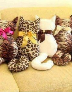 Almofadas patchwork feltro Ideas for 2019 Cat Crafts, Diy And Crafts, Arts And Crafts, Fabric Crafts, Sewing Crafts, Craft Projects, Sewing Projects, Cat Pillow, Diy Couture