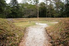 Description  English: Reconstructed earthworks from archeological records of Fort Raleigh in the 16th century in North Carolina.
