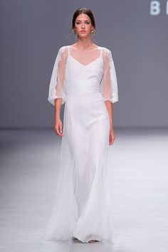 Beba's : Vestido de novia en plumeti : Colección 2020 : Tendencias de Bodas Magazine Bridal, Formal Dresses, Wedding Dresses, Wedding Ideas, Blog, Fashion, Casual Wedding Dresses, Natural Looks, Simple Style