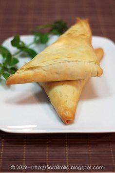 Triangoli di pasta fillo alla feta e spinaci #recipe #juliesoissons
