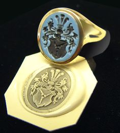 Gold / Sardonyx Ring: engraved with a traditional family coat of arms