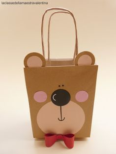 beren tas Baby Gift Wrapping, Creative Gift Wrapping, Creative Gifts, Paper Bag Crafts, Paper Gifts, Decorated Gift Bags, Paper Purse, Christmas Wrapping, Party Bags