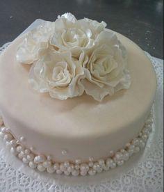 Cake Designs For Girl, Wedding Cake Designs, Pretty Cakes, Beautiful Cakes, Fondant Cakes, Cupcake Cakes, 30th Anniversary Cake, Red Velvet Chocolate Cake, Strawberry Cream Cakes