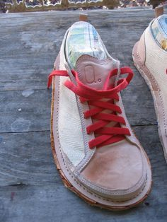 Double Click for Full Scale Ceramic Shoes, Felt Shoes, Simple Shoes, Shoe Pattern, How To Make Shoes, Leather Accessories, Leather Working, Gq, Moccasins