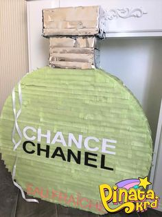 Пиньята флакон духов Шанель pinata bouteille de parfum Chance Chanel, Pinata Party, Decoration Party, Birthdays, Arts And Crafts, Parties, Party Ideas, Girls, Unicorn Party