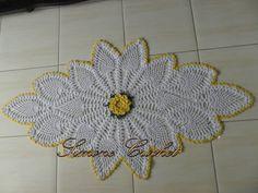 Tapete com flor central & ponto abacaxi.   MM artesanatos