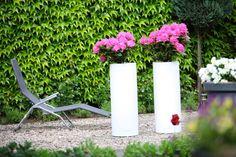 modern flower pots in garden nunoni.pl