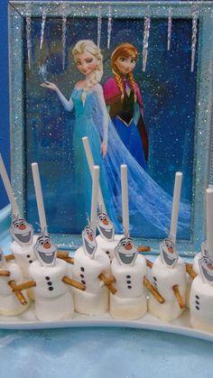Olaf marshamallows at a Frozen birthday party! See more party ideas at CatchMyPa.- Olaf marshamallows at a Frozen birthday party! See more party ideas at CatchMyPa. Elsa Birthday Party, Frozen Themed Birthday Party, Frozen Birthday Party, 4th Birthday Parties, Carnival Birthday, 5th Birthday, Frozen Party Food, Disney Frozen Birthday, Henri 3