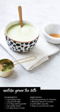 If you are interested in the health benefits of matcha tea, but don't enjoy hot drinks, why not make a smoothie? Here are 4 matcha green tea smoothies to try. Matcha Green Tea Latte, Green Tea Mochi, Green Tea Recipes, Green Tea For Weight Loss, Small Meals, Yummy Drinks, Tea Drinks, Beverages, Healthy Snack Foods
