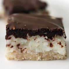Almond Joy Bars( Mounds without the almonds.but you knew that.)----um well to whoever originally posted this, almond joy bars are mounds WITH almonds. Almond Joy, Almond Flour, Almond Meal, Yummy Treats, Sweet Treats, Yummy Food, Köstliche Desserts, Dessert Recipes, Cookbook Recipes