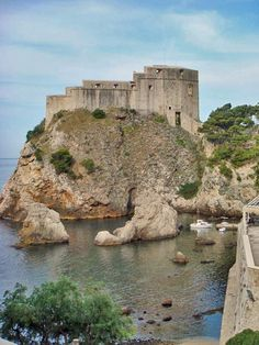 Game of Thrones: Fort Lovrijenac or St Lawrence Fortress, Dubrovnik. Photo by James Diggans Visit Croatia, Croatia Travel, Places Ive Been, Places To Go, St Lawrence, Dubrovnik Croatia, Beautiful Sunrise, Where To Go, Travel Inspiration