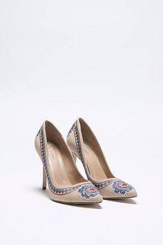 Maravilhoso ! sim ou não!!   scarpin bordado color  ZOOM  http://imaginariodamulher.com.br/look/?go=2enIB1t