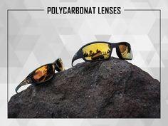 Pour répondre aux différentes normes strictes des lunettes de sécurité à travers le monde, Wiley X utilise comme matériau de lentille du polycarbonate, qui combine flexibilité et résistance, capable d'arrêter l'impact d'une balle en acier jusqu'à 22mm (cf normes EN166S&F et MIL PRF). Les lentilles en polycarbonate sont plus résistantes que les verres minéraux et Wiley X applique en plus des revêtements anti-rayures sur tous les modèles, pour augmenter la durée de vie des lentilles.