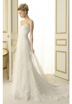 Elegant Sweetheart Sweep Train Tulle Princess Wedding Dress With Pleating