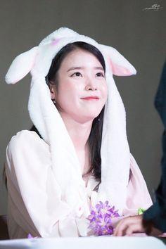 Iu Moon Lovers, Iu Hair, Korean Girl Band, Girl Artist, Korean Drama Movies, Pink Themes, Cute Poses, Most Beautiful People, Ulzzang Couple