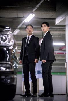 """Descendants of the Sun"" Episode 13 Stills: Song Joong Ki & Jin Goo Are Gun-Totin' Men in Black | Couch Kimchi"