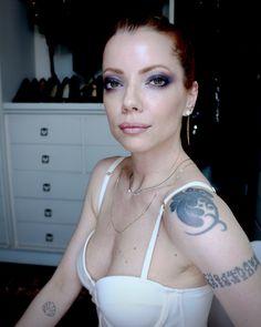 Julia Petit tutoria para pele cansada e esfumado preto e rosa