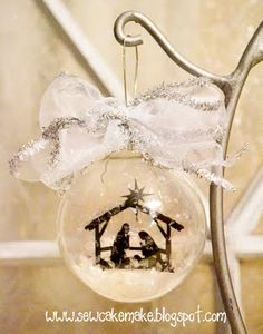 Remember this ornament from Super Saturday last year???    Well, I have finally got the darn nativity figured out!   I can't even tell y...