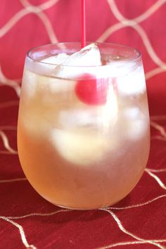 The smooth, sweet taste and mild kick of an Amaretto Sour makes it an ideal drink recipe for occasional drinkers as well as more dedicated cocktail lovers. Easy Drink Recipes, Alcohol Drink Recipes, Yummy Drinks, Sour Cocktail, Cocktail Drinks, Cocktail Recipes, Sweet And Sour Drink Mix Recipe, Disaronno Cocktails, Martinis