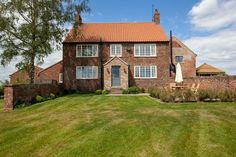 The Farmhouse at Long Marston - Yorkshire Escapes - Spacious holiday home in Yorkshire