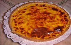 Tarte de leite condensado Receita : 1 massa folhada 1 lata de leite condensado 2 pacotes de natas 2 ovos inteiros e duas gemas Forrar a forma da tarteira de fundo amovivél com a massa , bater todos os ingredientes e deitar em cima da massa . Levar ao forno a 180º até ficar tostadinha. … Brazilian Dishes, Brazilian Recipes, Flan Cake, Portuguese Recipes, Other Recipes, Cake Recipes, Cheesecake, Good Food, Marble Cake