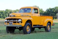 old ford trucks 1951 Ford Truck, Old Pickup Trucks, Ford 4x4, Lifted Ford Trucks, 4x4 Trucks, Custom Trucks, Cool Trucks, F250 Ford, Lifted Chevy