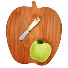 Apple Cutting Board w/ Sauce Dish and Spreader